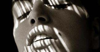 Cindy Crawford in Shadows (1989) © Albert Watson